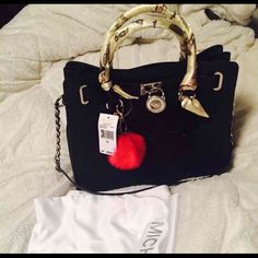 Authentic Michael Kors Large Hamilton Always in the dustbag.Selling because i already have lots of bag and i only used this once. MICHAEL Michael Kors Bags Shoulder Bags