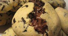 COOKIES ΜΕ ΣΟΚΟΛΑΤΑ ΚΑΙ ΓΕΜΙΣΗ ΜΕΡΕΝΤΑΣ♥️   ΥΛΙΚΑ για 20 μεγάλα τεμάχια.   120 γρ. βούτυρο, κομμένο σε κομμάτια, μαλακωμένο σε θερμοκρασί... Nutella, Muffin, Sweets, Cookies, Breakfast, Desserts, Recipes, Food, Greek Recipes