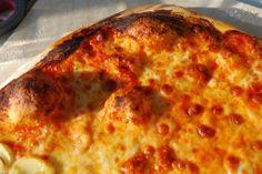 Pizza med tomat og mozzarella