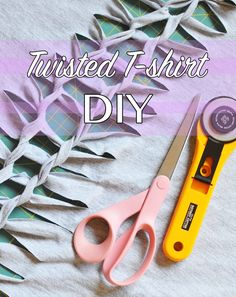 Sew T-Shirt Knotted Tshirt DIY - Turn an old t-shirt into a fun workout top. In this knotted t-shirt DIY you will cut it up, knot it up, and done! Diy Cut Shirts, Old T Shirts, T Shirt Diy, Cutting Shirts, Cut Tshirt Ideas, T Shirt Crafts, Tee Shirts, Denim Crafts, Beach Shirts