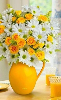 Amazing white and yellow flowers bouquet 💐 Beautiful Rose Flowers, Beautiful Flower Arrangements, Exotic Flowers, Amazing Flowers, My Flower, Pretty Flowers, Flower Vases, Flower Art, Floral Arrangements