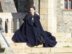 Cape médiévale fantastique longue pour femme - noire et bleu nuit