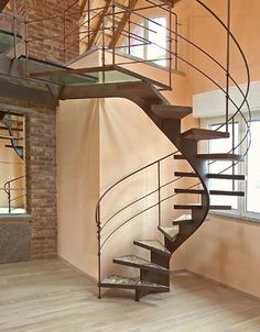 Beautiful Wooden Spiral Staircase Design - Home Interior Design Ideas Spiral Staircase Dimensions, Spiral Staircase Kits, Floating Staircase, Staircase Railings, Curved Staircase, Wood Stairs, House Stairs, Staircase Design, Stairways