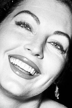 Gorgeous and natural face. Ava Gardner