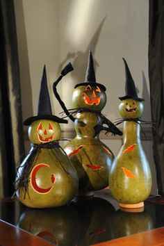 These would be so cute to make out of gourds for Halloween. Halloween Gourds, Holidays Halloween, Halloween Crafts, Happy Halloween, Halloween Decorations, Halloween Witches, Gothic Halloween, Halloween Ideas, Decorative Gourds