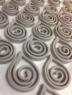 Scroll ornaments scaled down with polymer clay could be great pendants . - Scroll ornaments scaled down with polymer clay could be great pendants … - Ceramic Jewelry, Ceramic Clay, Clay Jewelry, Ceramic Techniques, Pottery Techniques, Ceramics Projects, Clay Projects, Diy Clay, Clay Crafts