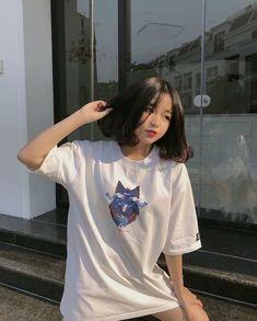 The sun 🌞 Tee from Ulzzang Short Hair, Ulzzang Korean Girl, Cute Korean Girl, Asian Girl, Short Hair Korea, Girl Short Hair, Sweet Girls, Cute Girls, Cool Girl