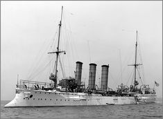 Vintage photographs of battleships, battlecruisers and cruisers.: German light cruiser SMS Bremen in 1907.