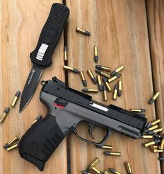 RAE Magazine Speedloaders will save you! Airsoft Guns, Weapons Guns, Guns And Ammo, Armas Airsoft, Revolver, Survival Weapons, Tactical Survival, Weapon Storage, Shooting Guns