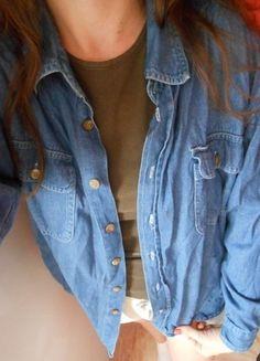 Kup mój przedmiot na #vintedpl http://www.vinted.pl/damska-odziez/koszule/10036493-jeansowa-koszula-vintage-grunge-zapinana-na-guziki