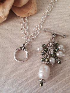 1c0efe35f898 Pretty White Pearl   Green Crystal Beaded Necklace