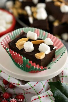 Rocky Road Fudge Bites - A simple and delicious dessert featuring KRAFT brands you know and love! Rocky Road Fudge Bites - A simple and delicious dessert featuring KRAFT brands you know and love! Fudge Recipes, Candy Recipes, Dessert Recipes, Easy Rocky Road Recipe, Buffet Dessert, Brownies, Rocky Road Fudge, Instant Pudding, Salads
