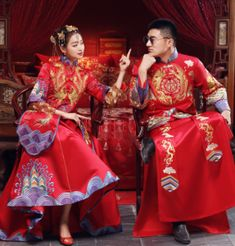20 Beautiful Traditional Chinese Wedding Dresses With Morden Design GoodOrient The theme of the Chinese wedding ceremony is to congratulate, use various festive elements. And Western wedding always lies in witnesses and blessings, Pre Wedding Photoshoot, Wedding Pics, Wedding Shoot, Chinese Wedding Dress Traditional, Cheongsam Wedding, Blush Wedding Flowers, Western Wedding Dresses, Korean Wedding, Asia