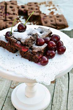 Bögrés kakaós-meggyes – Rupáner-konyha Sweet Cookies, Cake Cookies, Hungarian Recipes, Hungarian Food, Pesto, Cereal, Deserts, Cherry, Sweets