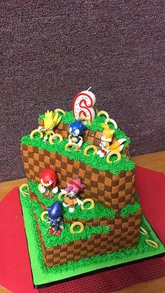 Sonic the Hedgehog Themed birthday cake. Sonic Cake, Star Wars Birthday Cake, 7th Birthday Cakes, Kids Birthday Themes, Sonic Birthday Parties, Sonic Party, Sonic The Hedgehog Cake, Yoda Cake, Hedgehog Birthday