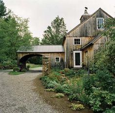 Two Scottie Farm: a restored early 19th-century barn home