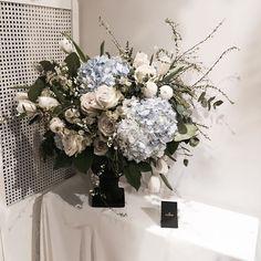 . . #웨딩클래스 #오브제장식 #vasearrangement . . 화 12:00pm 일 2:30pm . . #Lesson #Order 👉🏻Katalk ID vaness52 WeChat ID vaness-flower E-mail vanessflower@naver.com 📞070-7522-6813 . #vanessflower #flower #florist #flowershop #handtied #flowerlesson #flowerclass #플라워 #바네스플라워 #플라워카페 #플로리스트 #꽃다발 #부케 #원데이클래스 #플로리스트학원 #플라워레슨 #플라워아카데미 #꽃수업 #꽃주문 #花 #花艺师 #花卉研究者 #花店 #花艺