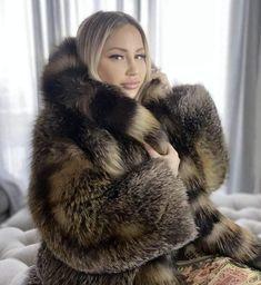 Puffer Coat With Fur, Fox Fur Coat, Fur Coats, Girly Outfits, Sexy Outfits, Fabulous Furs, Great Women, Fur Fashion, Fur Jacket
