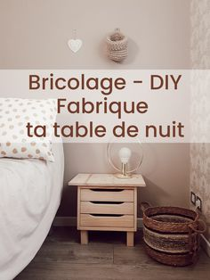 Je propose un DIY pour fabriquer soi-même sa table de nuit. Pas chère, hyper pratique et super jolie. Tutoriel en vidéo. Cute Diys, Nightstand, Easy Diy, Furniture, Home Decor, Night Table, Custom In, Decoration Home, Room Decor