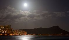 Waikiki, Diamond Head at moonnight