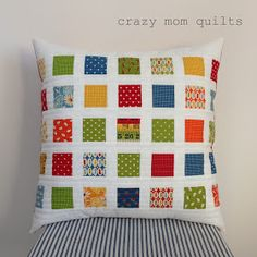 crazy mom quilts: contact print pillow (a tutorial) using mini charm pack of Potluck by American Jane for Moda. Love the primary colors! Patch Quilt, Quilt Blocks, Patchwork Cushion, Quilted Pillow, Small Quilts, Mini Quilts, Quilting Projects, Sewing Projects, Pillow Inspiration