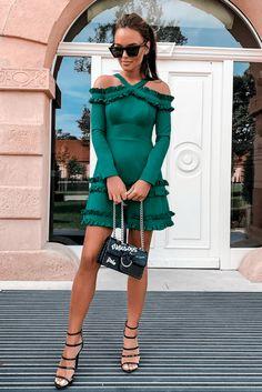 Wyprzedaz sukienek na wesele Tanie sukienki wieczorowe - Illuminate Woman Fashion, Street Style, Model, Low Cut Dresses, Vestidos, Women's Work Fashion, Urban Style