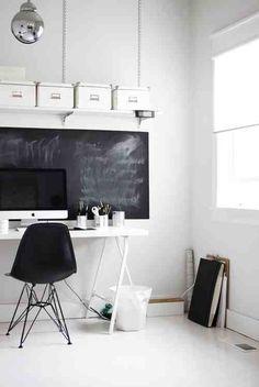 Wnętrze do dnia: biurko z tablicą