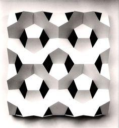 SC: decorados de serpiente HOTEL Gerard Caris, relief-sculpture made of pentagons