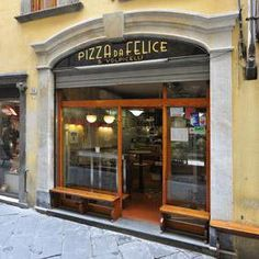 Pizzeria Da Felice - via Buia - Lucca You can't say you know Lucca if you haven't tasted the Cecina here. You must try it!