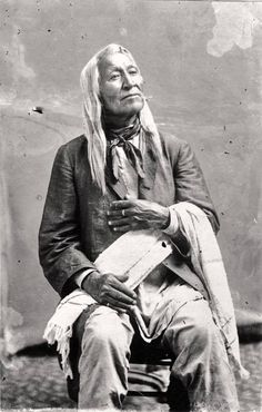 Shoshone Chief Washakie Would have talked to him.to know his history. Very distinguished, proud. Native American Wisdom, Native American Pictures, Native American Beauty, Native American Tribes, American Indian Art, Native American History, American Indians, American Symbols, American Women