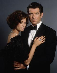 Pierce Brosnan is James Bond and Teri Hatcher as Paris Carver in TOMORROW NEVER DIES (1997).