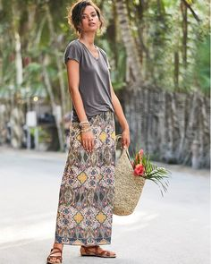 Make a seasonal statement in our essential maxi skirt. Soft and well textured in gauzy organic cotton crêpe, it cultivates a cultured look with a multicolor tile-inspired print and a bordered hem.