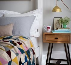 This geometric bead spread is awesome. I love the color combo. Peacock blue, pink, yellow, cream and gray. And that faceted gold hanging lamp!!