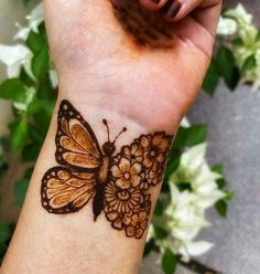 Top Simple Mehndi Designs - Easy-Peasy Yet Beautiful! Dulhan Mehndi Designs, Mehendi, Mehndi Designs Finger, Henna Tattoo Designs Simple, Rose Mehndi Designs, Latest Arabic Mehndi Designs, Back Hand Mehndi Designs, Mehndi Designs For Girls, Stylish Mehndi Designs
