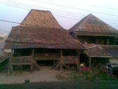 RUMAH ADAT KOTA PALEMBANG SUMATERA SELATAN Palembang, Traditional House, Architecture Design, Shelters, House Styles, Bridges, Modern, Lanterns, Buildings