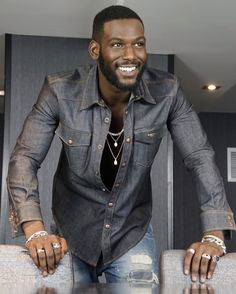 Interview with Queen Sugar's Chocolate Kofi Siriboe. Kofi Siriboe portrays Ralph Angel Bordelon on the hit show airing every Wednesday at ET/PT on OWN. Fine Black Men, Gorgeous Black Men, Handsome Black Men, Black Boys, Fine Men, Beautiful Men, Beautiful People, Kofi Siriboe, Chocolate Men
