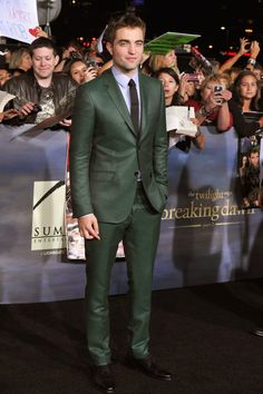 Rob Pattinson wore a Gucci green and black micro houndstooth notch lapel  two button Monaco suit 28f8098c5f