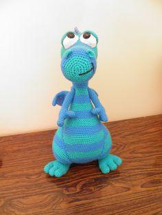 dragon bleu d'apres le tutoriel de byhavvadesigns de la boutique creachat sur Etsy