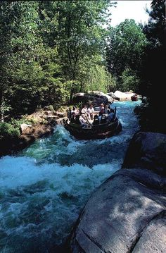 Grizzly River Rampage at Opryland in Nashville, Tennessee.  Park closed 12/31/1997 My favorite ride! Miss this place