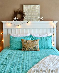Christmas lights in a beachy bedroom: http://beachblissliving.com/cozy-cottage-christmas-decorations/