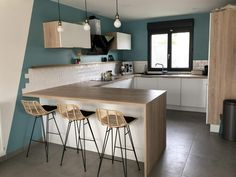 Cuisine bleue au style scandinave Blue and white Scandinavian kitchen Canopy, worktop, materials, st Scandinavian Kitchen, Scandinavian Style, Küchen Design, Interior Design, Home Furnishings, Home Furniture, Family Room, Sweet Home, Kitchen Styling