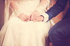 | IK BEN VAN JOU EN JIJ VAN MIJ |  Jij. ik .wij .ons Vriend. gids. geliefde. Ik hou je vast. Tot het niet meer kan. Ik ben van jou, jij bent van mij Vanaf deze dag, tot het einde van mijn dagen  Als bruidsfotograaf word ik heel blij van dit soort handen. Die verbintenis. Onuitgesproken woorden in een klein gebaar. Ik ben van jou en jij van mij.  #wedding #weddingday #bruid #bruidegom #bride #groom #trouwdag #trouwen #fotograaf #weddingphotographer #huwelijksfotograaf #daphnevanleuken #love