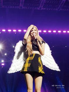 Your source of news on YG's biggest girl group, BLACKPINK! Kpop Girl Groups, Korean Girl Groups, Kpop Girls, K Pop, Living Barbie, Jordan Logo, Rose Park, Blackpink Fashion, Jennie Lisa