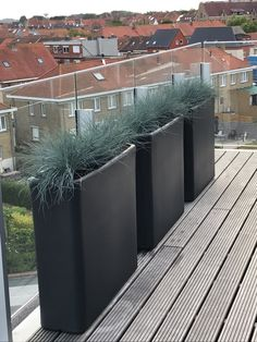 Otium Design - murus 90: privacy creëren op jouw terras, zonder te veel ruimte te verliezen Flower Pots, Garage Doors, Outdoor Decor, Plants, Design, Home Decor, Flower Vases, Plant Pots, Decoration Home