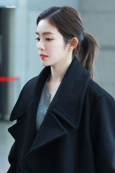 Redvelvet-Irene 190105 Incheon Airport to Japan Seulgi, Park Sooyoung, Irene Kim, Beautiful Rose Flowers, Brave Girl, Red Velvet Irene, Korean Celebrities, Korean Beauty, Face Shapes