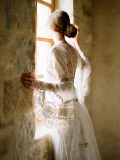 I love the ethereal lace and lighting!