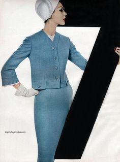 - Dovima, Harper's Bazaar February 1956 - Photo by Richard Avedon 1950s Fashion, Vintage Fashion, Vintage Wear, Vintage Style, Trendy Suits, Moda Retro, Richard Avedon, Lauren Hutton, Jean Shrimpton