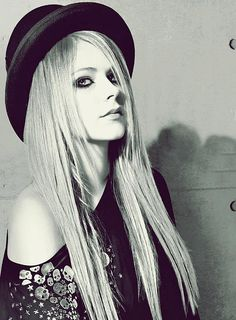 Avril using a hat.