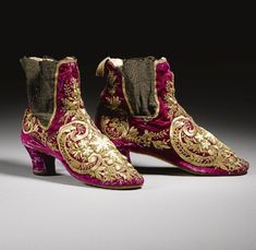 Pair of embroideried shoes
