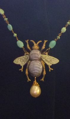 ≗ The Bee's Reverie ≗ antique bee necklace